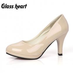 Белоснежные женские туфли на высоком каблуке