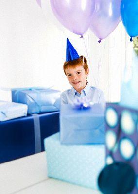 Что подарить мальчику: полезные советы по выбору игрушки