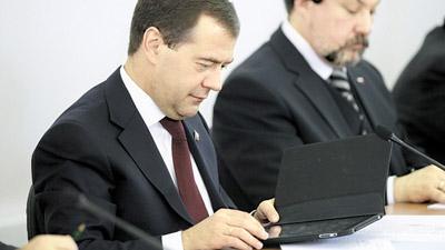 Дмитрий медведев читает электронные книги на ipad