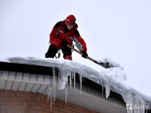 Как правильно очистить крышу от снега