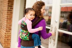 Как правильно выбрать слинг для ношения ребенка