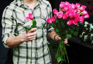 Как выбрать букет цветов девушке
