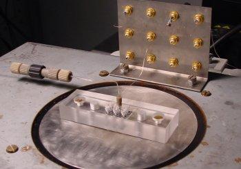 Наноканалы генерируют электричество за счёт тока жидкости