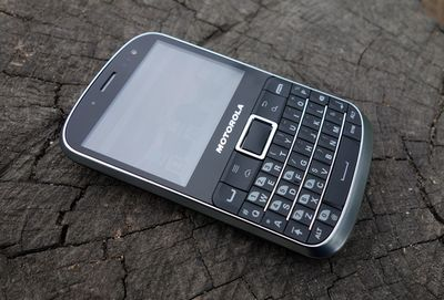 Обзор motorola defy pro – защищенного ретро-смартфона с qwerty-клавиатурой