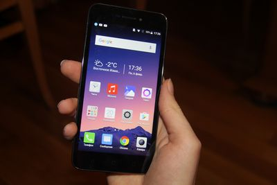 Обзор смартфона neffos y5: большой экран, скромная цена
