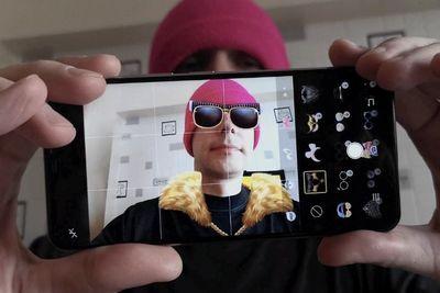 Обзор vivo v9: идеальный смартфон для тех, кто любит развлекаться