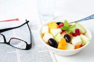 Перекусы на работе: что съесть без вреда для здоровья