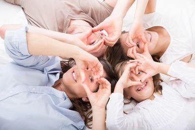 «Привыкайте общаться много» - услуги для поздравления близких и родственников в январе