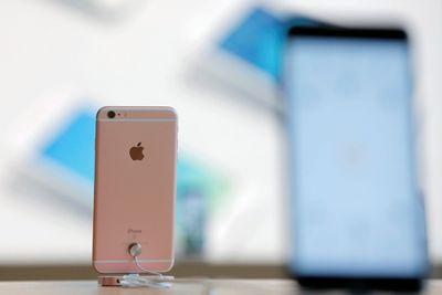 Против apple возбуждают дело за манипулирование ценами на iphone в россии