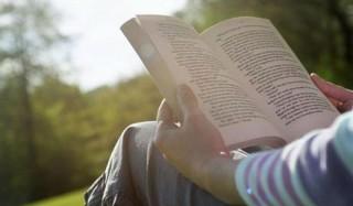 Те, кто читает в отпуске, возвращаются более отдохнувшими