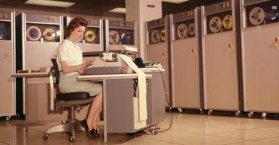 """Технология из 40-х годов, """"разрывающая"""" любой современный винчестер по стоимости хранения данных."""