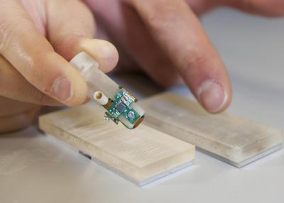 Ученые создали чувствительный протез пальца