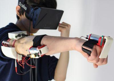 Виртуальную реальность научили бить пользователя