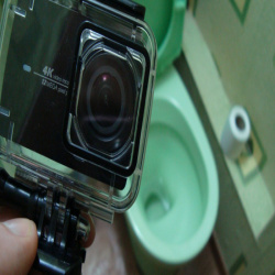 Защитный аквабокс xiaomi yi 4k. тест на водонепроницаемость в унитазе.